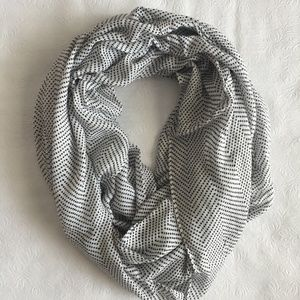 Accessories - Black and White Infinity Scarf
